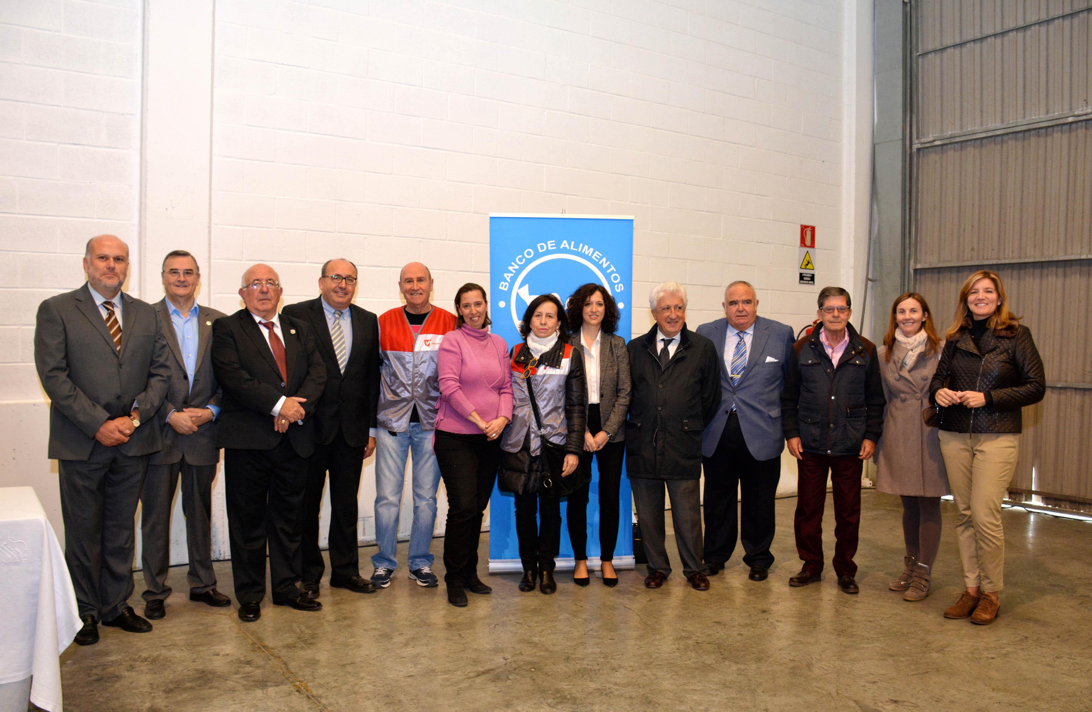 Representantes del Banco de Alimentos, autoridades y premiados